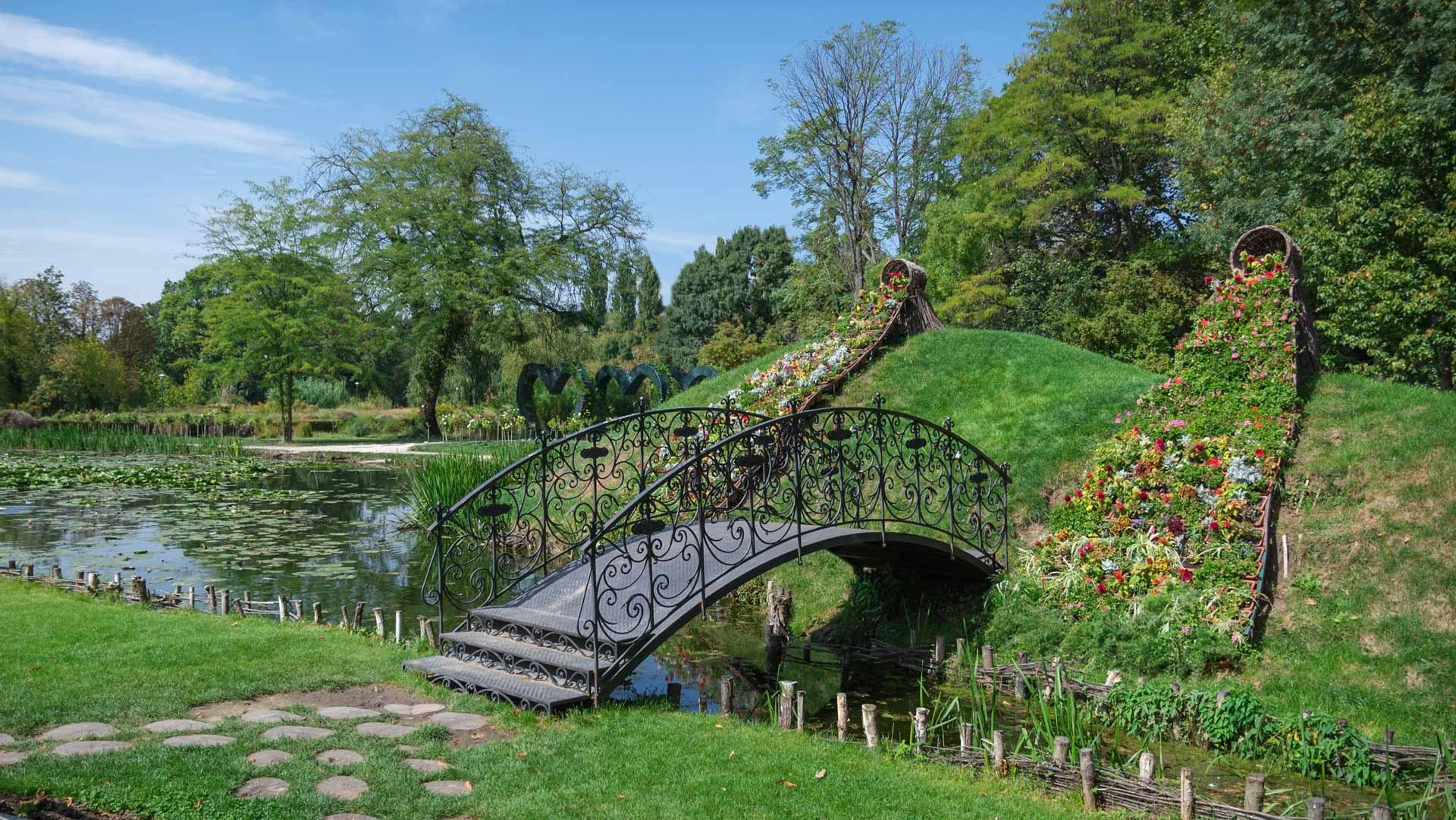 bucharest park bridge